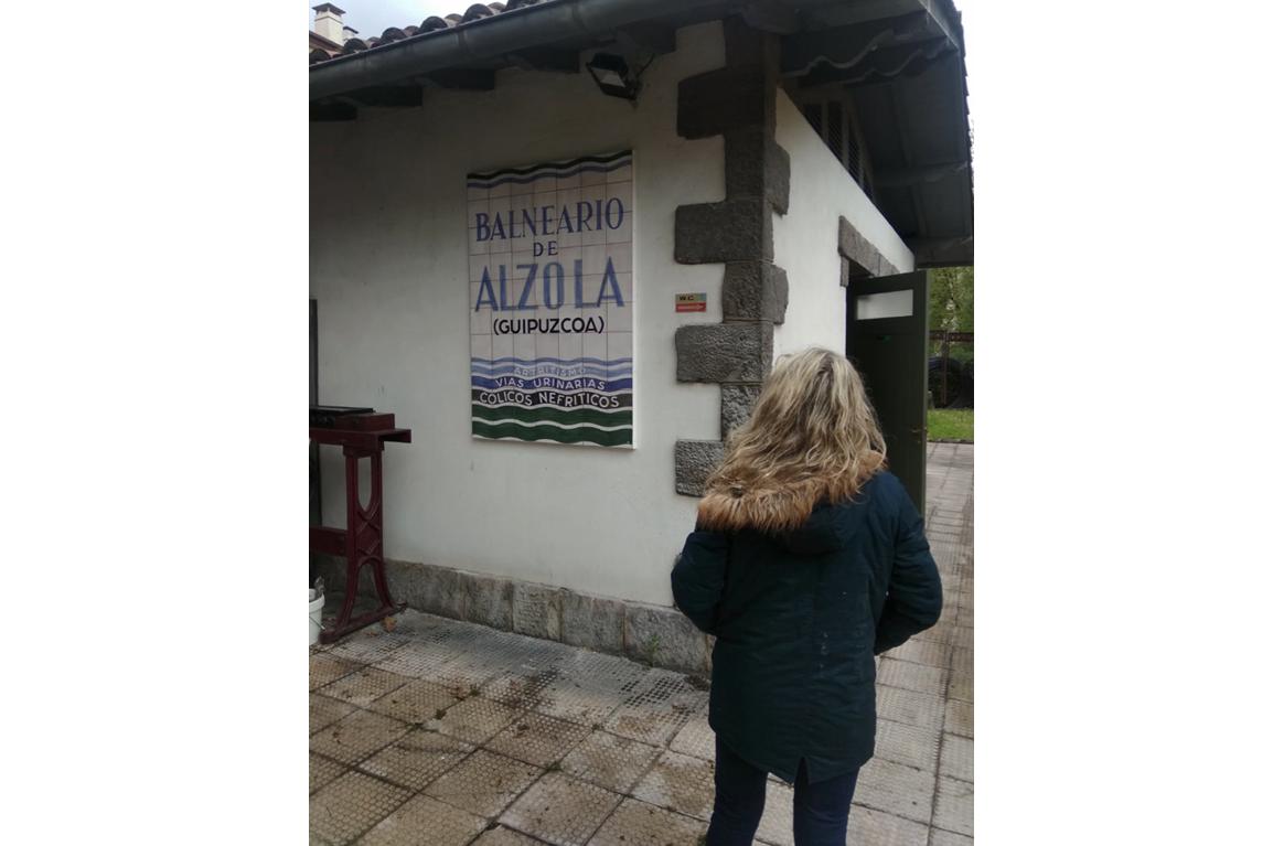 Cartel cerámico del Balneario de Alzola